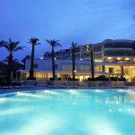 Hotel Baia Bodrum - zwembad in de avond
