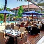 Bali Dynasty Resort - tafels aan het zwembad