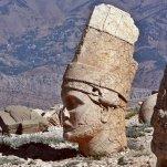 beeld steles van Nemrud