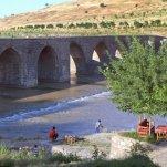 brug over de rivier Tigres