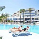 Hotel Baia Bodrum - zonnen aan het zwembad