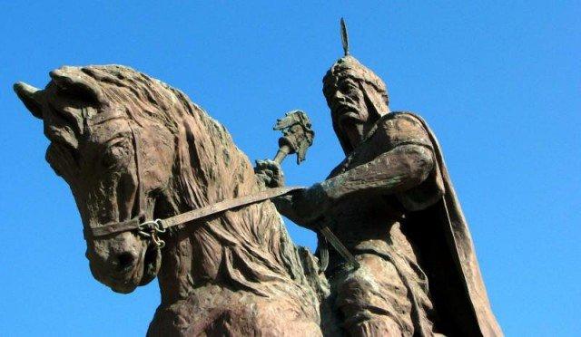 Het Keykubat standbeeld