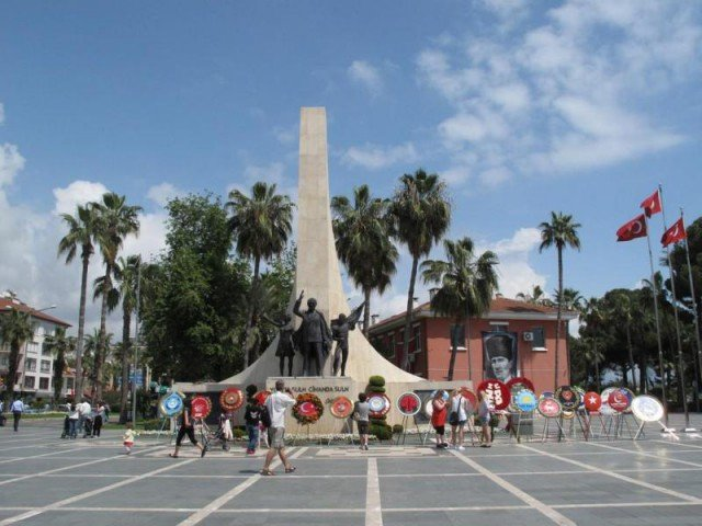 Het Atatürk standbeeld